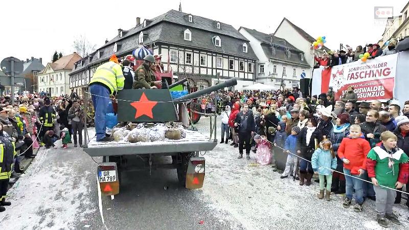 Der HKV mit seinem Karnevalswagen beim Faschingsumzug.