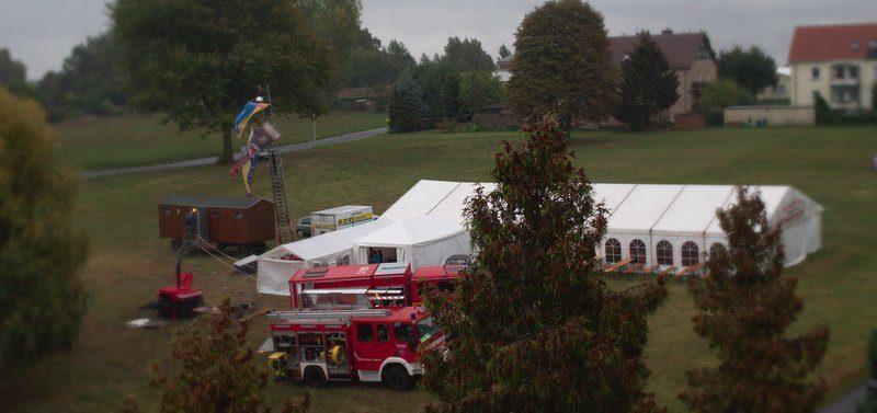 Herbstlicher Blick vom Mittelherwigsdorfer Kirchturm auf die Festwiese